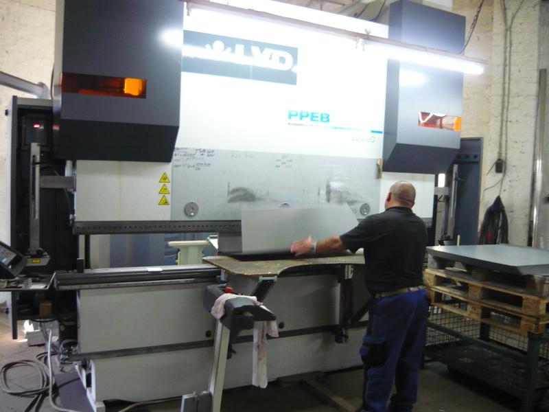 Abkanten: 5 CNC gesteuerte Abkantbänke, bis zu 8-Achsen gesteuert mit einer maximalen Abkantlängen 4600mm